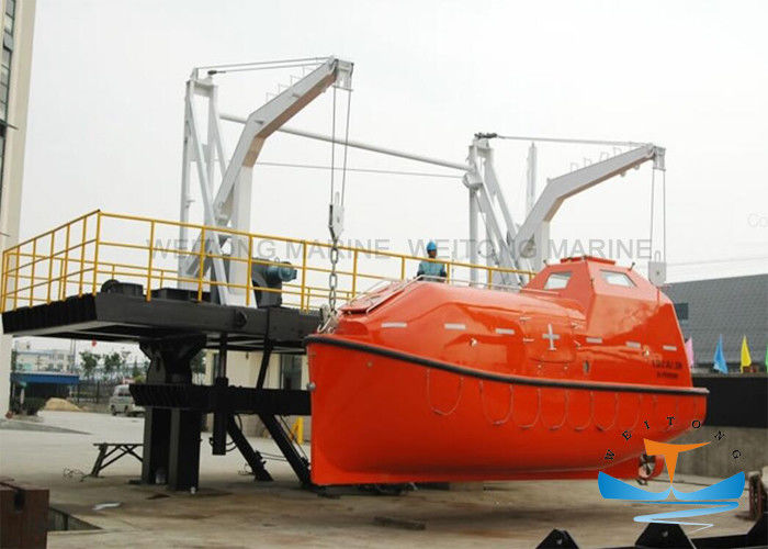 Gravity Lifeboat Davit Types , Ocean Marine Davits For Totally Enclosed Lifeboat